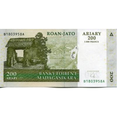 Банкнота 200 ариари. 2004 год, Мадагаскар.